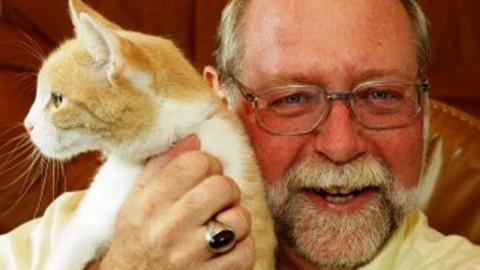 Pet therapy: un 'gatto in biblioteca' col professore Dennis Turner – gonews