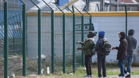 Nigeriano arrostisce un cane: banchetto choc al centro migranti – il Giornale